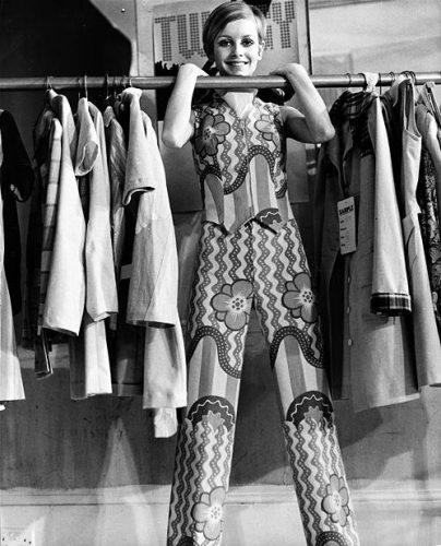 マニッシュスタイルで60年代を演出