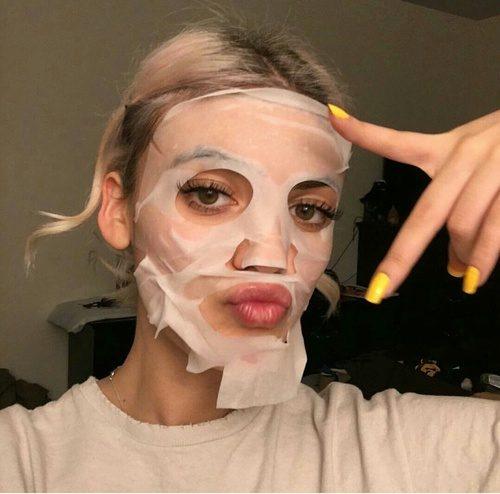 シートマスクはしっかりと顔に密着させて使う