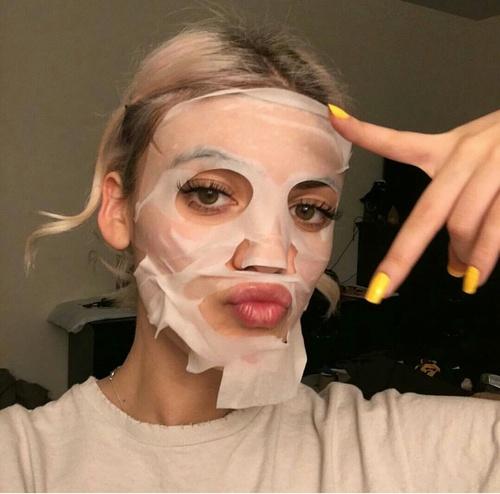 フェイスマスクはしっかりと顔に密着させて使う