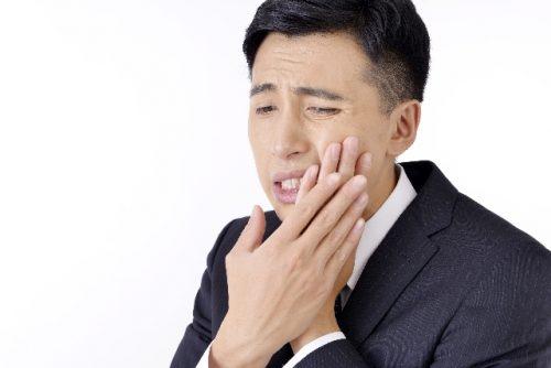 親知らずによる歯茎の炎症で痛みが発生するケースも
