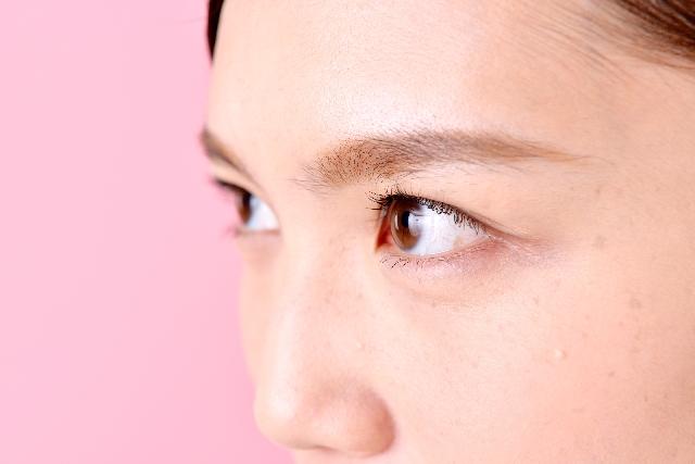 目元の筋力をアップさせて二重を作る