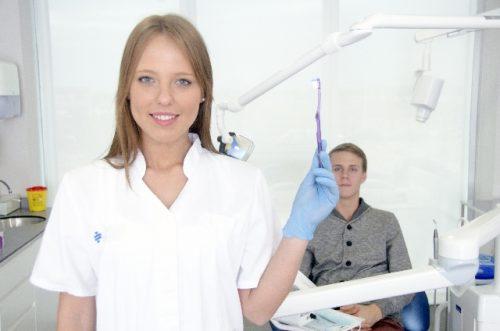歯茎に痛みを感じたとき自分でできる応急処置