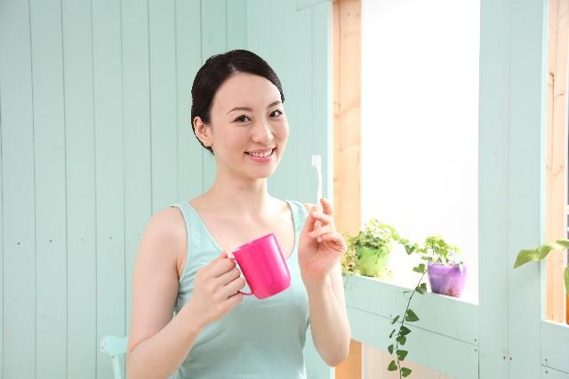 強いブラッシングが歯茎を傷つけ痛みを生む
